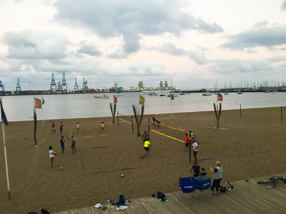Las Alcaravaneras beach in Las Palmas